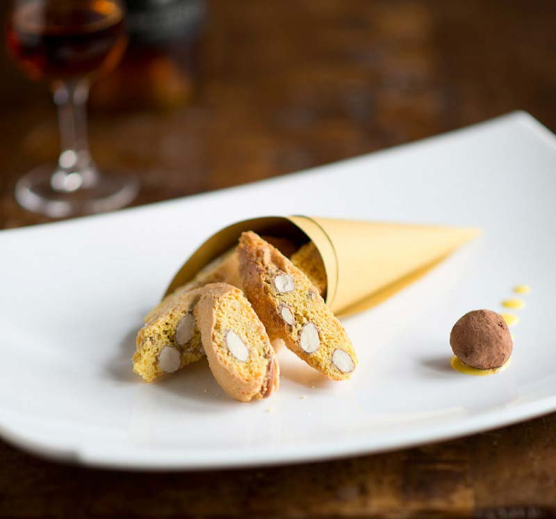 """Cantuccini"" con Vin Santo - Typical almond biscuits served with dessert wine - Boccanegra Florence Restaurant"
