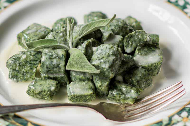 Gnudi burro e salvia, una gustosa ricetta tradizionale dal menù dalla Osteria Boccanegra di Firenze