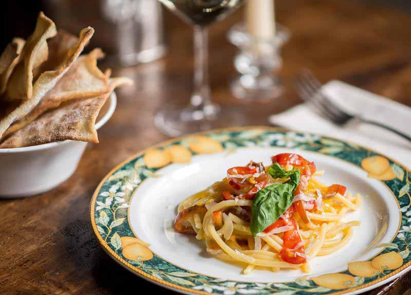 Pici ai peperoni dolci, guanciale e pecorino, alla Osteria Boccanegra di Firenze.