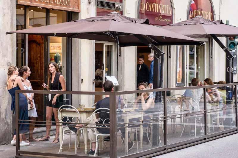 Il Dehors della Pizzeria al Boccanegra di Firenze
