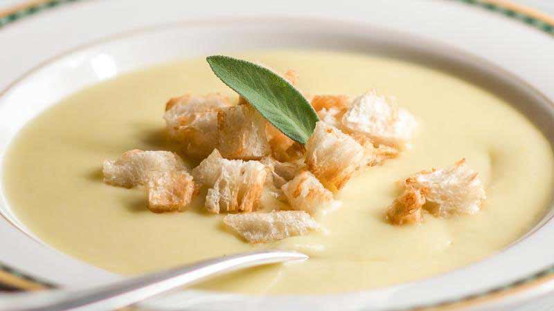 Vellutata di patate con crostini al tartufo un delizioso primo piatto della Osteria Boccanegra di Firenze