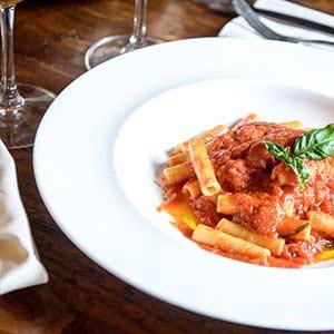Pasta corta con salsa di pomodori fiorentini dal menu Pausa Pranzo del Boccanegra