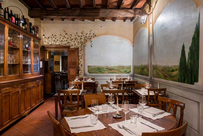 Boccanegra Restaurant in Florence - dining room with frescoes