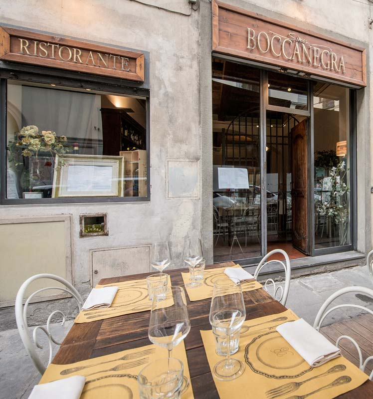 Tables at the dehors of Boccanegra restaurant in Florence