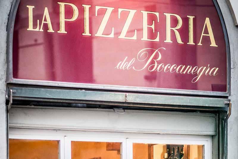 Insegna della Pizzeria Boccanegra a Firenze